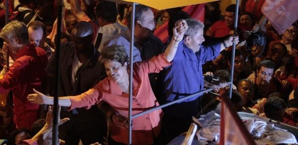 Dilma Rousseff faz campanha ao lado do ex-presidente Lula no centro de Recife