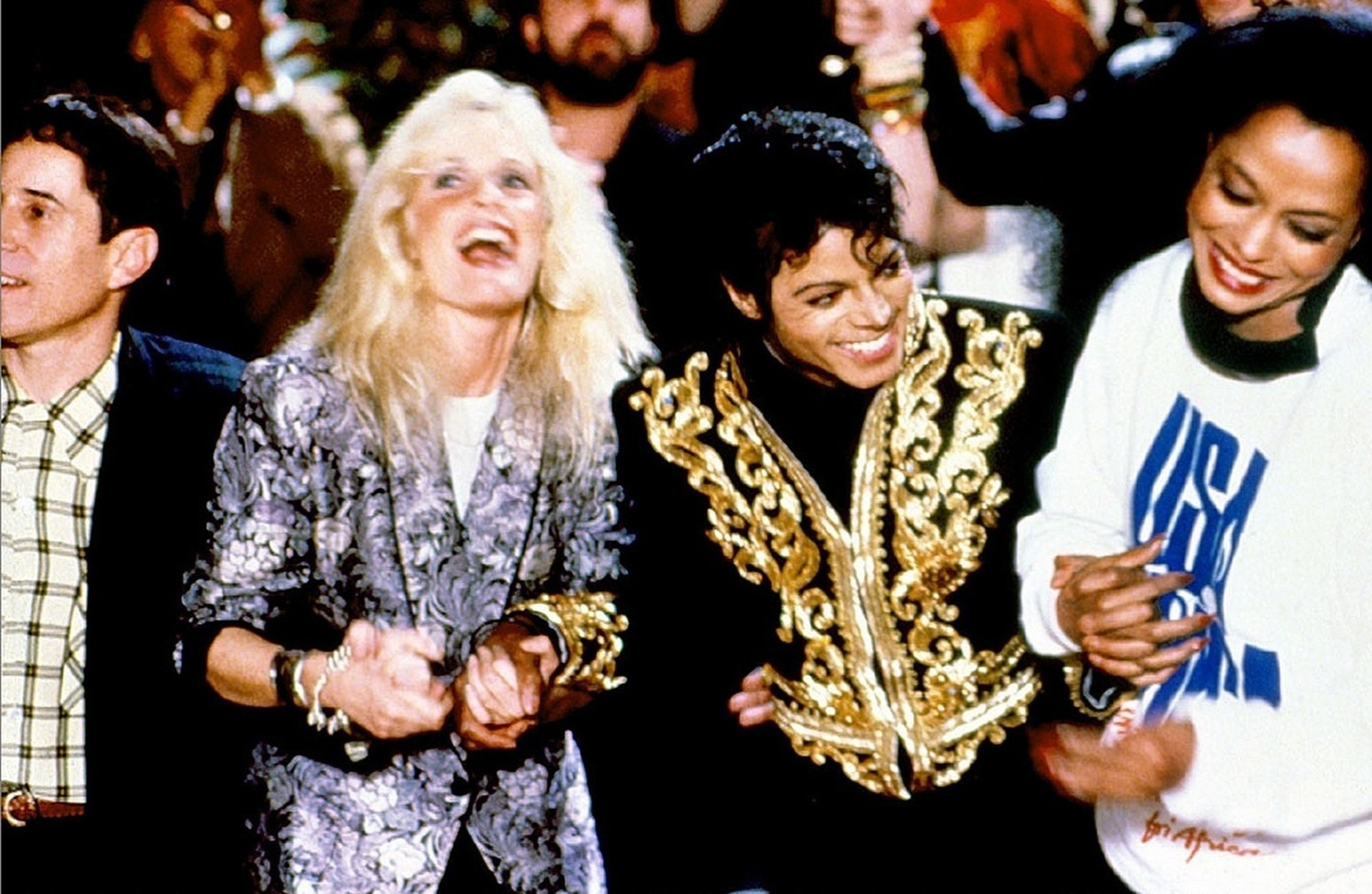 Paul Simon, Kim Carnes, Michael Jackson e Diana Ross em cena do clipe da música