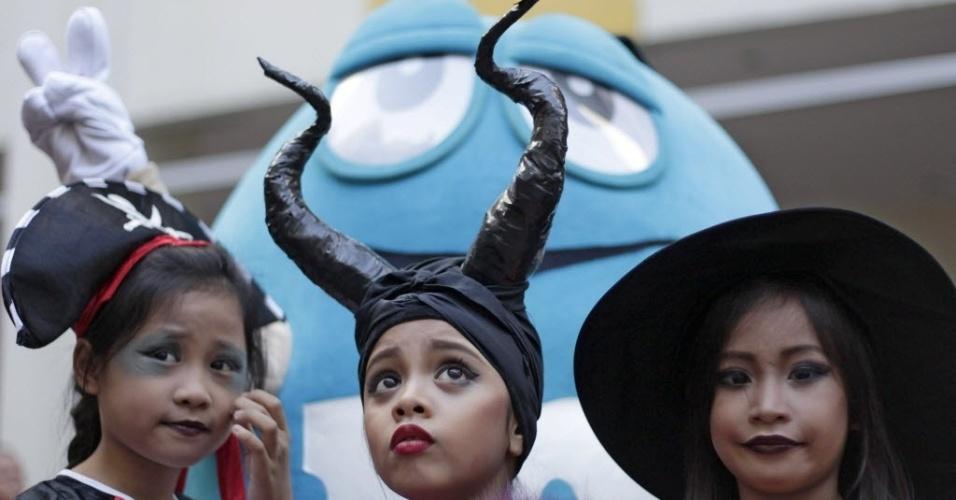 25.out.2014 - Crianças vestem fantasias em festa de Halloween, em Manila, Filipinas