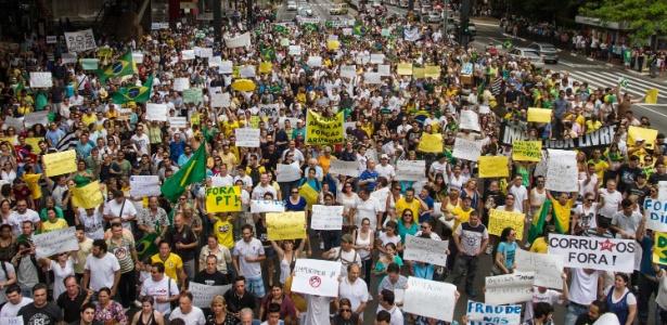 Manifestantes pedem impeachment de Dilma na avenida Paulista, em SP