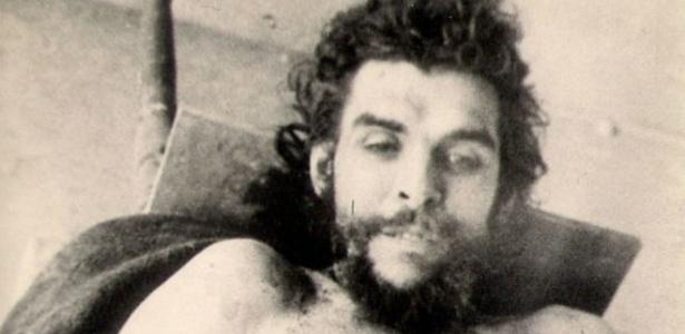 """Fotos originais tiradas de Ernesto """"Che"""" Guevara logo após a sua morte, na Bolívia, foram reveladas recentemente, quando se completa 47 anos de sua morte"""