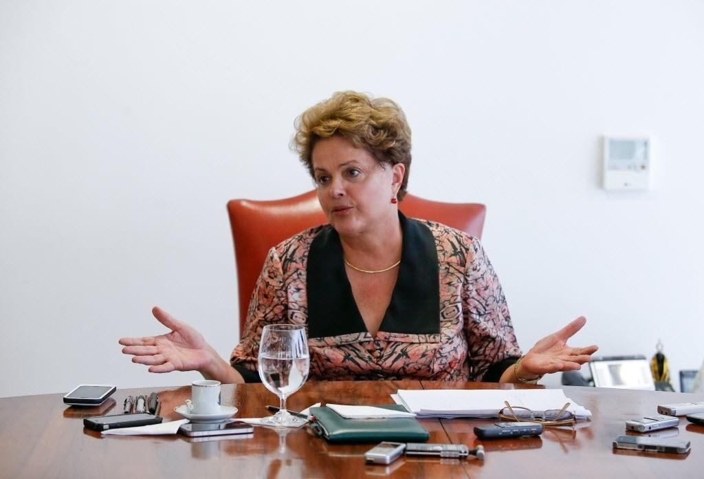 6.nov.2014 - Em entrevista a oito jornalistas dos principais jornais do país, a presidente Dilma Rousseff disse nesta quinta-feira (6) que o governo vai