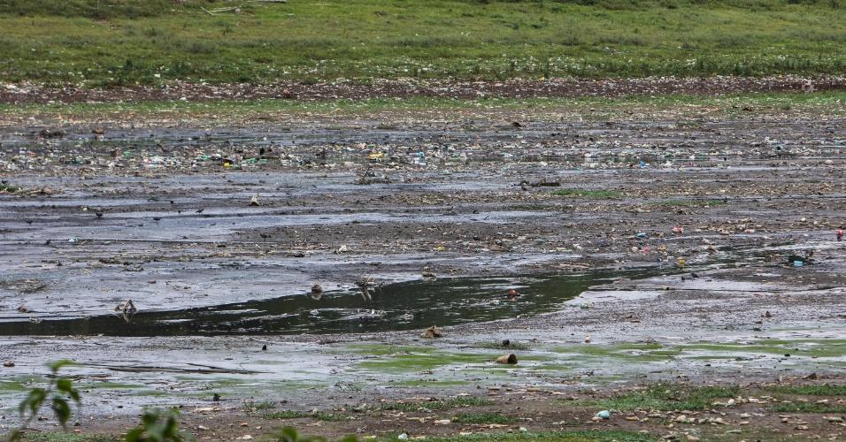 6.nov.2014 - Imagem mostra a represa Guarapiranga, na zona sul de São Paulo, nesta quinta-feira (6). O governador Geraldo Alckmin (PSDB) disse nesta quarta (5) que vai aumentar a captação do Guarapiranga para ajudar a população que recebe água do Cantareira, que está com níveis críticos. O Guarapiranga é usado desde fevereiro no socorro ao Cantareira, por meio do remanejamento de água entre os reservatórios. Ele estava com retirada de 14 mil litros por segundo. Agora, haverá aumento de 7% na captação