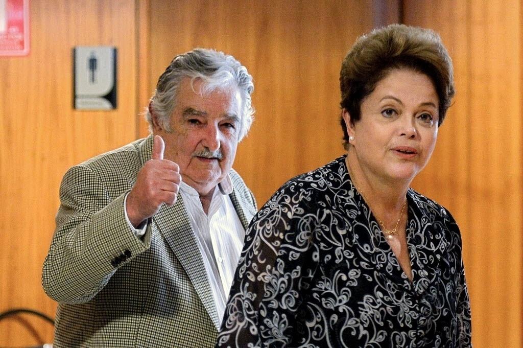 7.nov.2014 - A presidente Dilma Rousseff se encontrou com o líder uruguaio, Jose Mujica, no Palácio do Planalto, em Brasília. Mujica é o primeiro líder recebido após a reeleição de Dilma em 26 de outubro