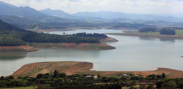 Represa Jaguari-Jacareí, entre os municípios de Bragança Paulista e Vargem, no interior de São Paulo, faz parte do Sistema Cantareira