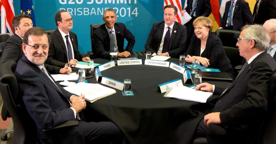 16.nov.2014 - Os líderes Angela Merkel (Alemanha), Herman van Rompuy (Conselho Europeu), Jean-Claude Juncker (Comissão Europeia), Mariano Rajoy (Espanha), Matteo Renzi (Itália), François Hollande (França), Barack Obama (EUA) e David Cameron (Reino Unido) se reúnem neste domingo (16) durante a cúpula do G20, que reúne os 19 países mais ricos do mundo e a União Europeia em Brisbane, Austrália. O encontro tem como objetivo estimular o crescimento e o emprego em todo o mundo, além de discutir questões atuais como a luta contra o Estado Islâmico e contra a epidemia de Ebola.