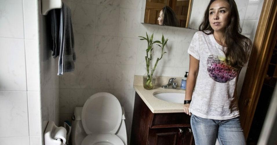 Ir Ao Banheiro Em Frances : Acesso car?ncia s?rie retrata mulheres e seus banheiros