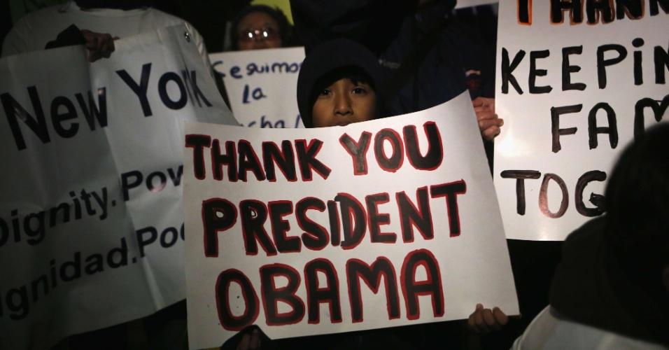 21.nov.2014 - Imigrantes e ativistas comemoram, nesta sexta-feira, as mudanças na lei de imigração dos Estados Unidos, feitas por decreto pelo presidente Barack Obama. Com as mudanças anunciadas ontem, cerca de quatro milhões de imigrantes ilegais poderão solicitar, a partir de 2015, uma autorização de trabalho por três anos e a proteção contra a deportação