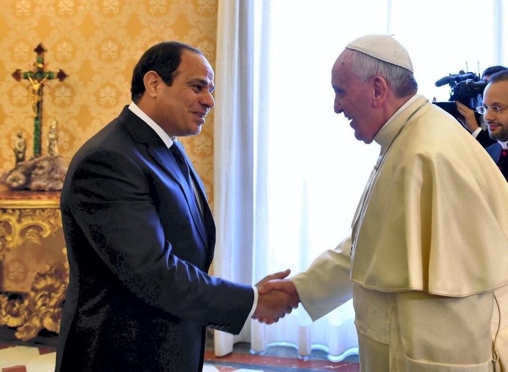24.nov.2014 - O papa Francisco recebeu nesta segunda-feira (24) o presidente egípcio, Abdel Fattah al Sisi, na basílica de São Pedro, no Vaticano