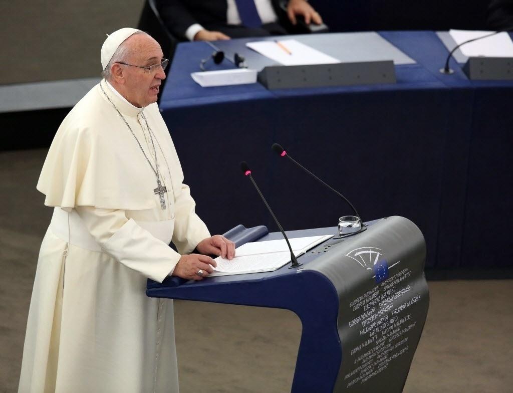 25.nov.2014 - O papa Francisco discursou na manhã desta terça-feira (25) no Parlamento Europeu, em Estrasburgo, na França. Durante o discurso o pontífice condenou a