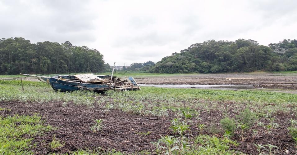 26.nov.2014 - O sistema Guarapiranga, na zona sul de São Paulo, foi beneficiado pela chuva desta terça-feira (25), que foi intensa (69,6 mm), e fez com que o nível melhorasse de 31,9% para 33,4%. Já no Alto Tietê choveu 32,5 mm fazendo o nível subir de 5,7% para 5,8%.na manhã desta quarta-feira (26), que registra 33,4 % de sua capacidade de armazenamento, segundo a Sabesp