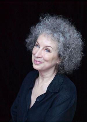 Margaret Atwood é poeta, romancista e ensaísta canadense