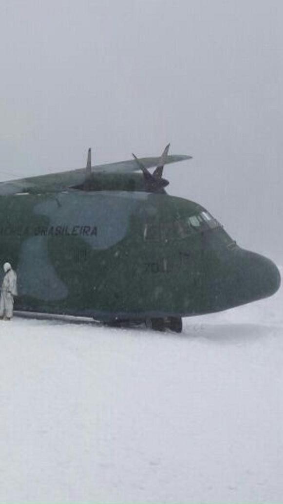 27.nov.2014 - Hércules C-130 depois do acidente na Antártica, há uma semana