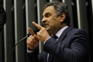 O senador Aécio Neves (PSDB-MG), que bateu boca com o petista Lindberg Farias (RJ) no plenário