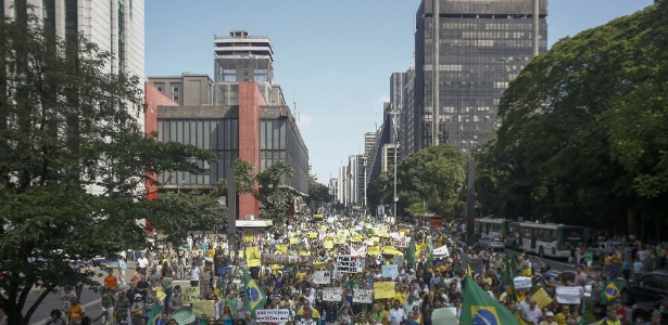 Desde dezembro do ano passado, manifestantes têm se reunido para pedir o impeachment da presidente reeleita, Dilma Rousseff