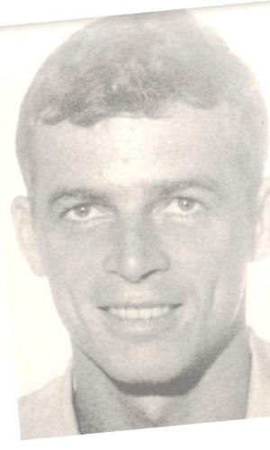"""9.dez.2014 - A CNV (Comissão Nacional da Verdade) anunciou nesta terça-feira (9) ter encontrado indícios de uma ossada que pode pertencer ao militante Stuart Angel, desaparecido em maio de 1975. Segundo integrantes da CNV, comparações feitas por peritos brasileiros e ingleses com base em fotos de Stuart e do crânio de uma ossada encontrada no Rio de Janeiro em 1976 apontam """"clara correspondência"""" entre os dois"""