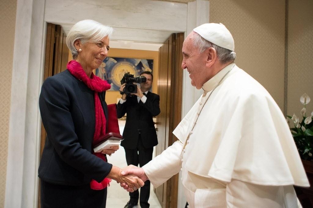 10.dez.2014 - O papa Francisco se encontrou nesta quarta-feira (10) com a presidente do FMI (Fundo Monetário Internacional) Christine Lagarde, no Vaticano