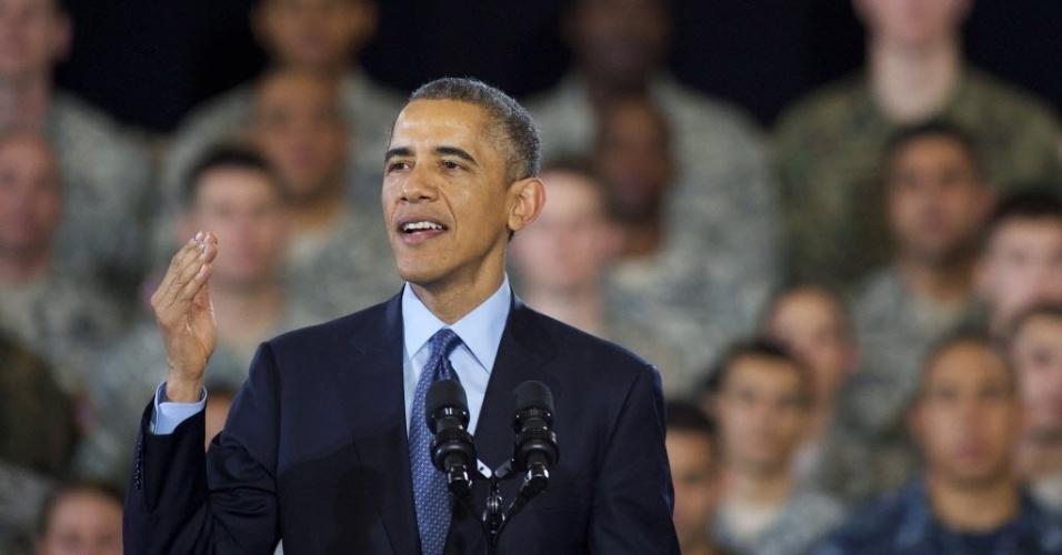 15.set.2014 - O presidente dos Estados Unidos, Barack Obama, discursa para oficiais das Forças Armadas, nesta segunda-feira (15), na base de McGuire-Dix-Lakehurst, em New Jersey. Obama agradeceu as tropas por seus serviços, que marcam o fim da missão de combate dos EUA no Afeganistão