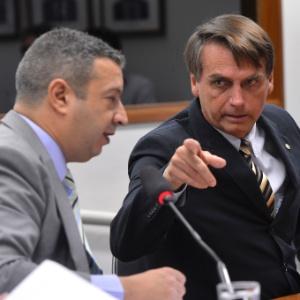 O deputado federal Jair Bolsonaro (PP-RJ), à direita, foi condenado a pagar indenização de R$ 10 mil à colega Maria do Rosário (PT-RS)