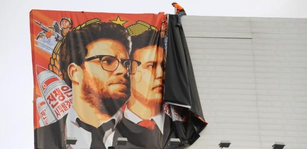Cartaz que promovia o filme é retirado após Sony ter cancelado lançamento devido a ameaças de hackers