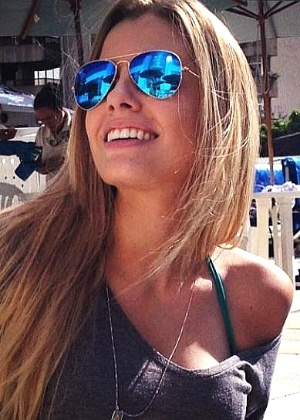 Modelo Paola Antonini Franca Costa, 20, que teve a perna amputada após ser atropelada