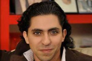 """Raef Badawi foi condenado na Arábia Saudita a mil chicotadas por """"desrespeitar o Islã"""" ao defender a liberdade de expressão em um portal na internet"""