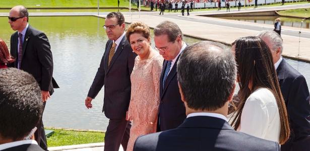 A presidente Dilma Rousseff chega ao Congresso Nacional ao lado do então presidente da Câmara dos Deputados, Henrique Alves (PMDB-RN), e do Senado, Renan Calheiros (PMDB-AL)