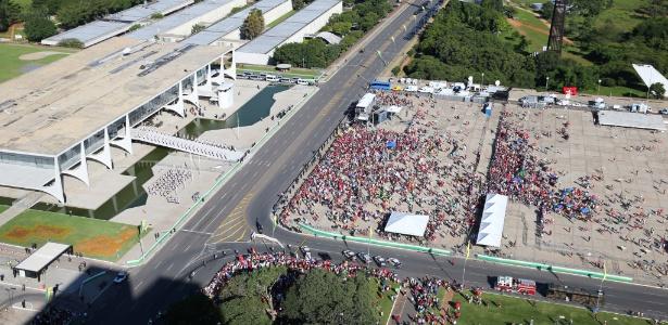 Foto aérea feita pelo repórter Sérgio Lima mostra praça dos Três Poderes esvaziada