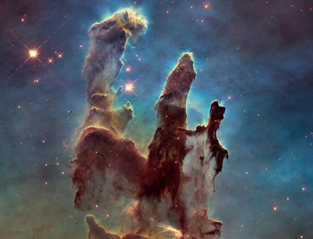 """Em 1995, o Telescópio Espacial Hubble, da Nasa, registrou imagens dos chamados """"Pilares da Criação"""", na Nebulosa da Águia, ou M16"""