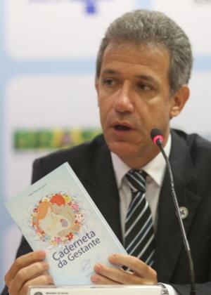 O ministro da Saúde, Arthur Chioro, anuncia medidas para estimular o parto normal