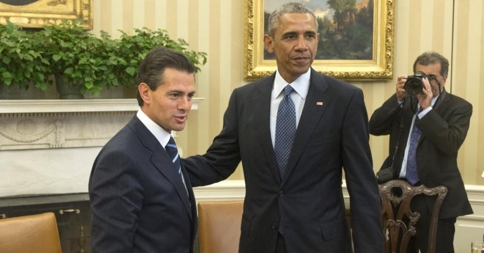 6.jan.2015 - O presidente dos Estados Unidos, Barack Obama, recebe o presidente do México, Enrique Peña Nieto, durante a sua chegada à reunião na Casa Branca, em Washington (EUA), nesta terça-feira (6)
