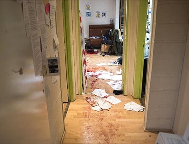"""Imagem divulgada pelo jornal francês """"Le Monde"""" mostra como o escritório da revista satírica """"Charlie Hebdo"""" ficou após o ataque que matou 12 pessoas"""