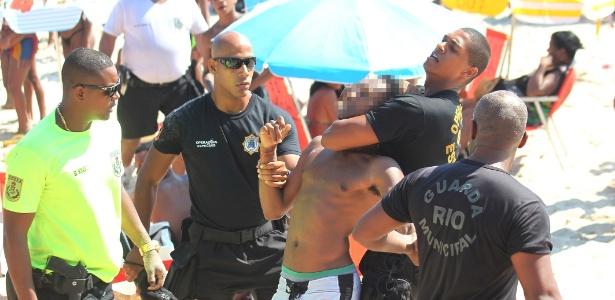Agentes da Guarda Municipal e da PM prendem suspeito de participar de arrastão na praia do Arpoador