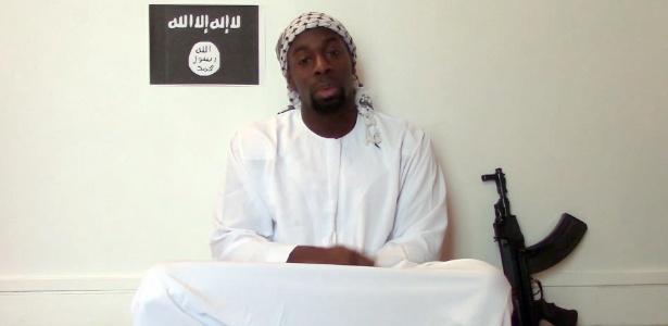 Imagem retirada de vídeo divulgado por islamitas mostra um homem que alega ser Amedy Coulibaly
