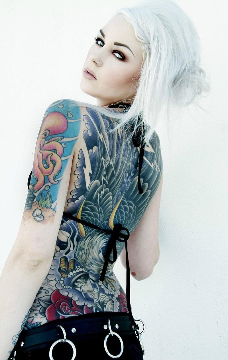 A modelo Kristen Leanne tem as costas, pernas e o abdome tatuados. Ela é uma das estrelas das convenções internacionais de tatuagem e já se apresentou na Inglaterra e nos Estados Unidos