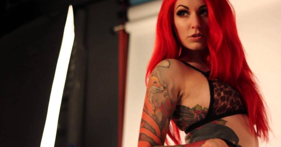 A modelo tatuada Cervena Fox é uma das pin ups que se apresentou durante a Convenção Internacional de Tatuagem de Londres em 2013