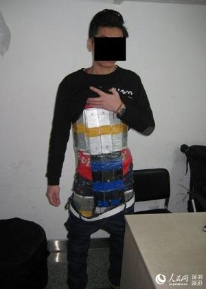 Polícia chinesa apreendeu contrabandista com 94 iPhones presos ao corpo; homem vinha de Hong Kong