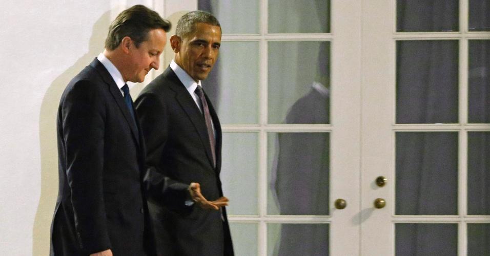 15.jan.2015 - O presidente dos Estados Unidos, Barack Obama, caminha ao lado do primeiro-ministro britânico David Cameron durante um jantar de trabalho na Casa Branca, em Washington (EUA), nesta quinta-feira (15)