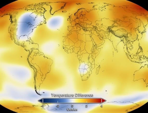 Mapa exibe a média da temperatura global de 2014; partes em azul representam clima mais frio do que o normal, enquanto em vermelho, clima mais quente do que o normal. O levantamento foi feito pela Agência Oceânica e Atmosférica (NOAA, na sigla em inglês) dos Estados Unidos, com base em dados da Organização Meteorológica Mundial