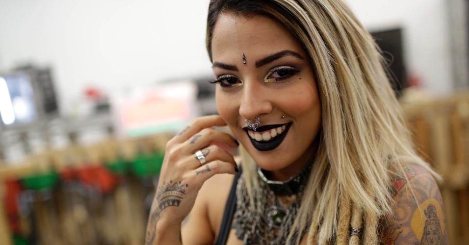 18.jan.2015 - A estilista Mariana Jeveaux, 24 anos, foi a vice-campeã do concurso Miss Tattoo 2015, realizado na Tattoo Week, no Centro de Convenções Sulamérica, no centro do Rio de Janeiro (RJ). O evento é a maior feira brasileira de tatuagens.