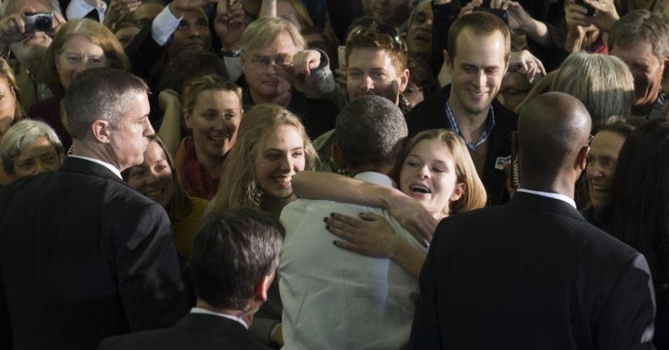 21.jan.2015 - O presidente dos Estados Unidos, Barack Obama, cumprimenta apoiadores após falar sobre a economia na Universidade Estadual de Boise, em Idaho, nesta quarta-feira (21). Obama partiu para uma viagem de dois dias por Idaho e Kansas para divulgar sua mensagem de que a economia dos EUA se recuperou de fato após anos complicados