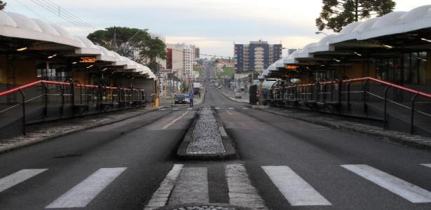 Terminais ficam vazios com greve de ônibus em Curitiba