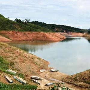 Pezão admite crise hídrica, mas descarta sobretaxa por consumo de ... - Boa Informação