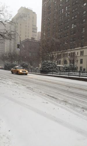 26.jan.2015 - Nova York sofre nevasca histórica, mais de 6.000 voos já foram cancelados e o pior dia será nesta terça-feira (27)