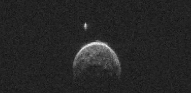 O asteroide 2004 BL86 passou pela Terra em 26 de janeiro a uma distância de cerca de 1,3 milhão de quilômetros - pouco mais de três vezes a distância da Terra à Lua