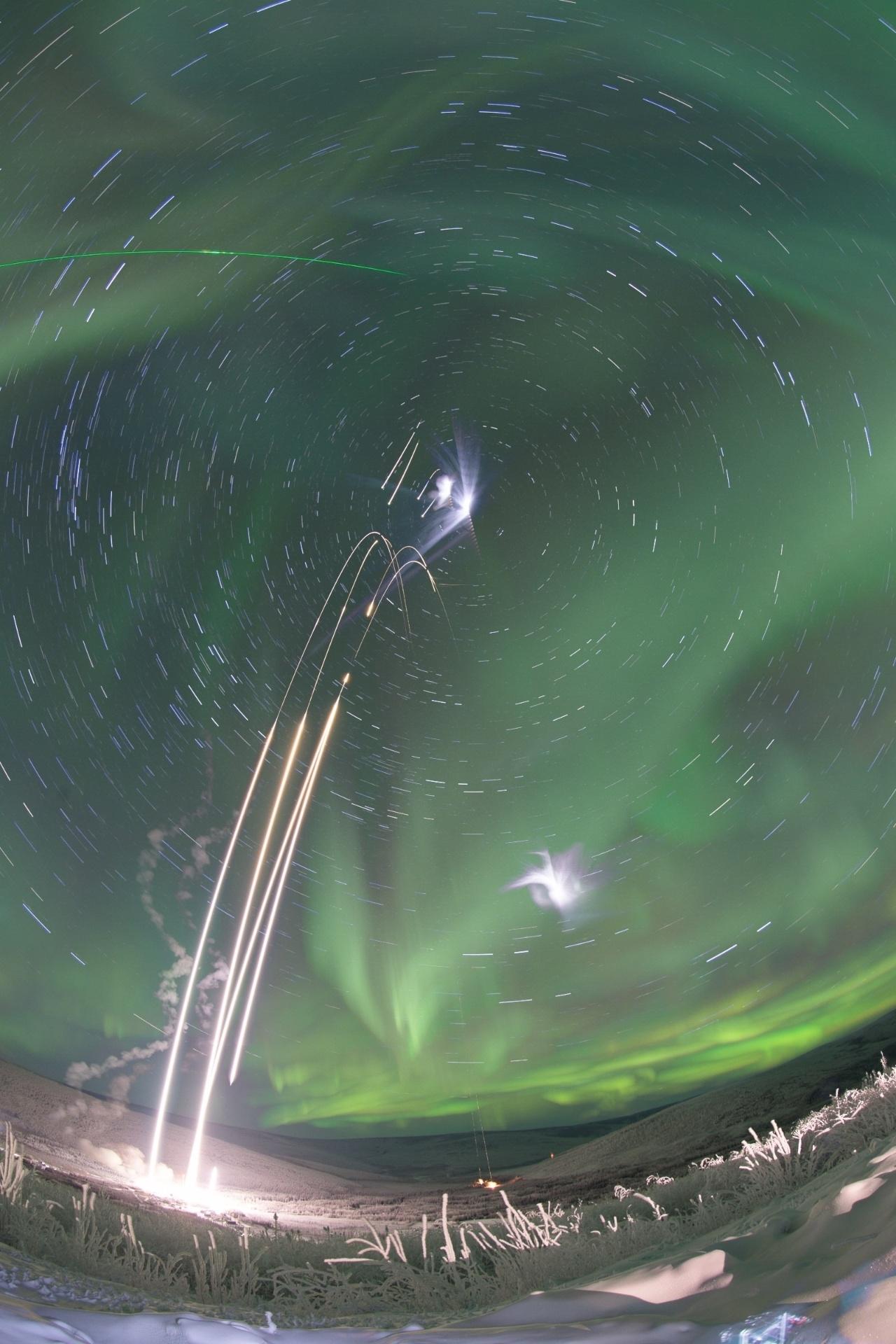 28.jan.2015 - A interação dos ventos solares e da atmosfera da Terra produz auroras boreais que