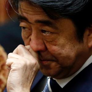 O primeiro-ministro japonês, Shinzo Abe, mantém contato direto com a equipe de trabalho na embaixada japonesa em Amã