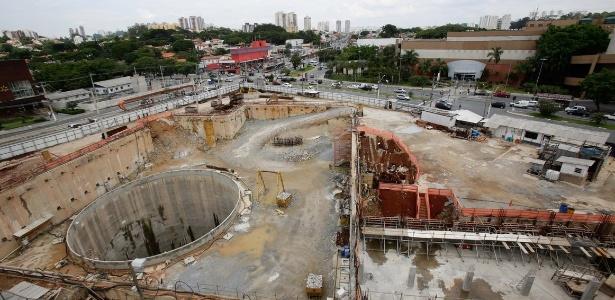 Obras do canteiro da futura estação São Paulo - Morumbi estão paralisadas