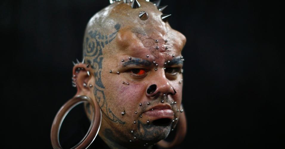 29.jan.2015 - O havaiano Kala Kaiwi, o homem com os maiores lóbulos de orelha do mundo pelo Guinness, participa da Exposição Internacional de Tatuagem da Venezuela, em Caracas