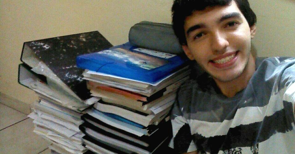 Matheus Alpaccino Vale de Castro, 21, passou em medicina na USP estudando sozinho em casa. Um ano antes (2014) ele passou em uma particular, mas foi recusado pelo Prouni